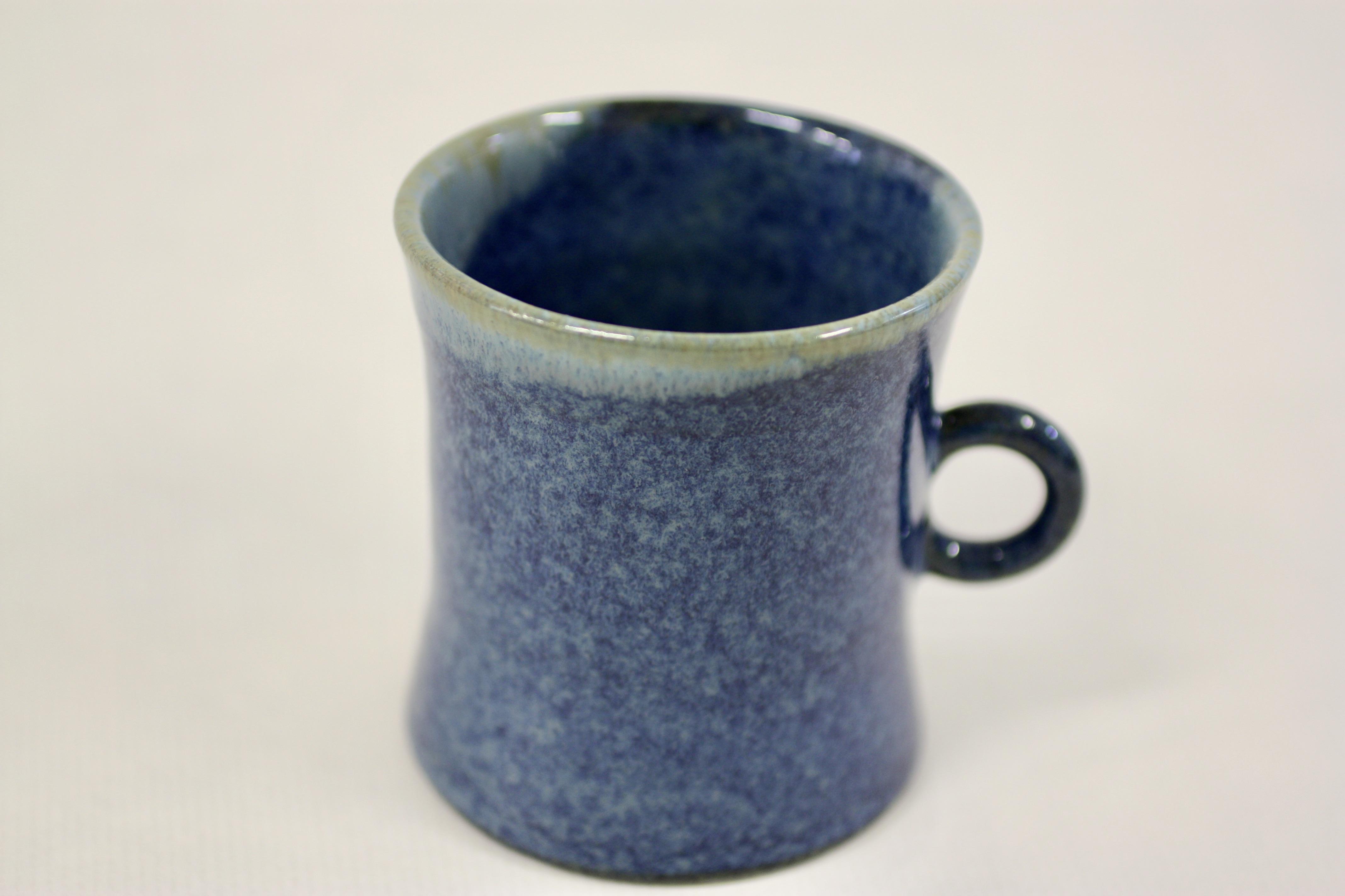 elementerres poterie Grenoble tasse à thé bleue
